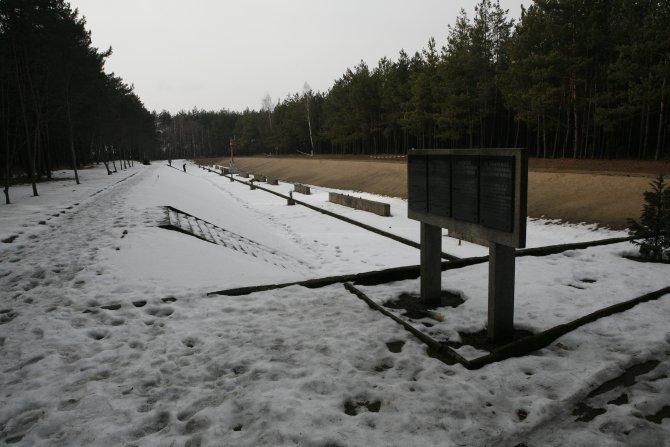 013_Mniszek_Mass Grave.jpg