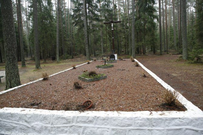 017_Piasnica Mass Grave.jpg