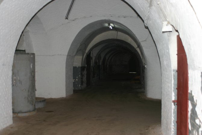 Fort7_inside the tunnel.jpg